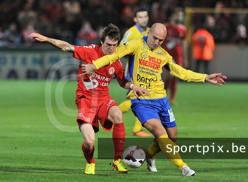 KV Kortrijk - Waasland Beveren : Benito Raman (links) in duel met Milos Maric (rechts)<br /> foto VDB / Bart Vandenbroucke