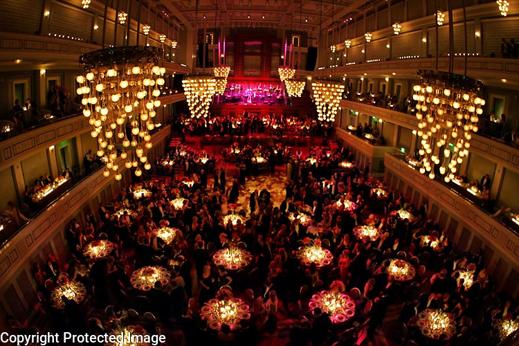 Crowds fill the seats in the dining area including the main floor and all of the balconies to enjoy a meal during the 2006 Symphony Ball benefiting the Nashville Symphony at the Schermerhorn Symphony Center in Nashville, Tenn.,  Saturday, Dec. 9, 2006.-&amp;#xD;Jeff Adkins /for The Tennessean<br />