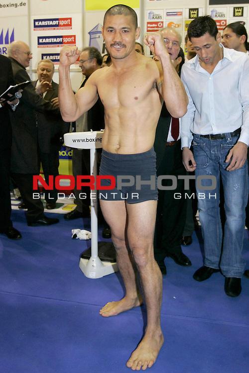 Boxen 2006  Boxkampf am 11.M&scaron;rz 2006 in der Color Line Arena<br /> <br /> Wiegen im Moebel Kabs Hamburg<br /> <br /> WBA World Championship Mittelgewicht<br /> <br /> Felix Sturm GER vs Maselino Masoe NEW ZEALAND<br /> <br /> Maselino Masoe <br /> <br /> <br /> <br /> <br /> <br /> Foto &copy; nordphoto <br /> <br /> <br /> <br /> <br /> <br /> <br /> <br /> <br /> <br /> <br /> <br /> <br /> <br /> <br /> <br />  *** Local Caption *** Foto ist honorarpflichtig! zzgl. gesetzl. MwSt.