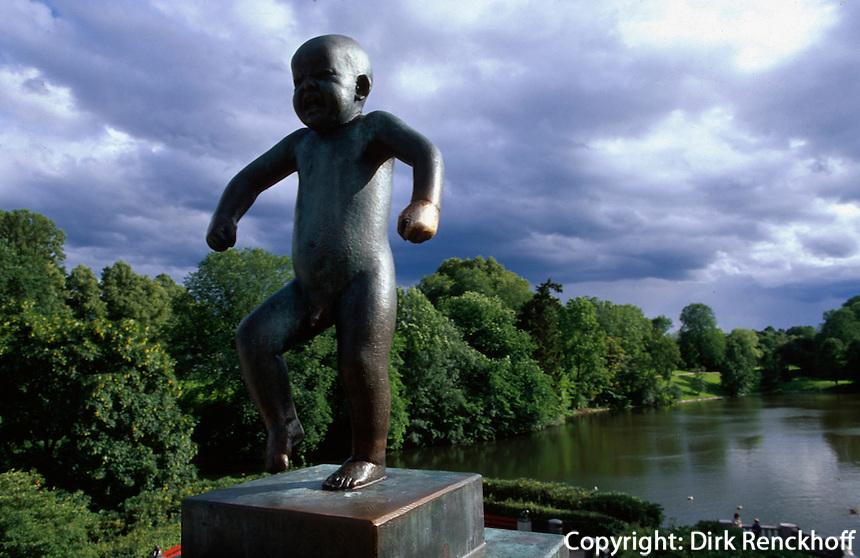 Norwegen, Oslo, Skulptur Sinnataggen kleiner Trotzkopf von Gustav Vigeland im Vigelandsparken