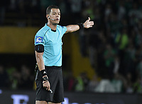 BOGOTA - COLOMBIA, 29-05-2018: John Alexander Ospina, arbitro,  durante el partido de ida entre Atlético Huila y Atletico Nacional por la semifinal de la Liga Águila I 2018 jugado en el estadio Nemesio Camacho El Campin en la ciudad de Bogotá. / John Alexander Ospina, referee,  during the first leg match between Atletico Huila and Atletico Nacional for the semifinal of the Aguila League I 2018 played at Nemesio Camacho El Campin in Bogota city. VizzorImage/ Gabriel Aponte / Staff