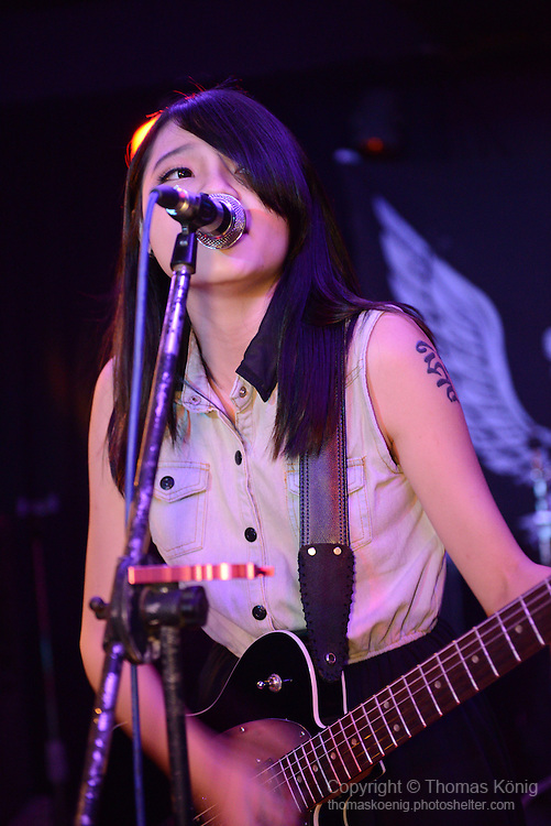 Rocks, Kaohsiung -- Lead singer ALFA of the Tainan-based band OBVIOUSLY (顯然樂隊) performing on stage at the Rocks during the 月來樂搖滾 show in June 2014.
