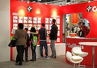 Wand met brochures van opleidingen op een vakbeurs voor jongeren