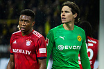 10.11.2018, Signal Iduna Park, Dortmund, GER, 1.FBL, Borussia Dortmund vs FC Bayern M&uuml;nchen, DFL REGULATIONS PROHIBIT ANY USE OF PHOTOGRAPHS AS IMAGE SEQUENCES AND/OR QUASI-VIDEO<br /> <br /> im Bild | picture shows:<br /> David Alaba (Bayern #27) mit Marwin Hitz (Borussia Dortmund #35), <br /> <br /> Foto &copy; nordphoto / Rauch