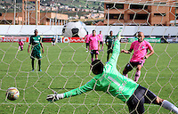 TUNJA -COLOMBIA-8-MAYO-2016.Diego Novoa guardameta  de La Equidad en acción contra  Boyacá Chicó durante partido por la fecha 17 de Liga Águila I 2016 jugado en el estadio La Independencia./ Diego Novoa goalkeeper of  Equidad in actions against Boyaca Chico during the match for the date 17 of the Aguila League I 2016 played at La Independencia stadium in Tunja. Photo: VizzorImage / César Melgarejo  / Contribuidor