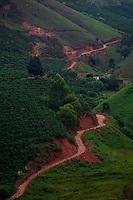 Alto Caparao_MG, Brasil...Vista panoramica de uma estrada de terra em Alto Caparao...The panoramic view of land road in Alto Caparao...Foto: BRUNO MAGALHAES / NITRO