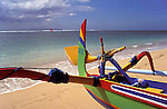 Asie, Indonésie, Bali, plage de Sanur, bateau de pêche coloré//Asia, Indonesia, Bali, Sanur beach, colourful fishing boat
