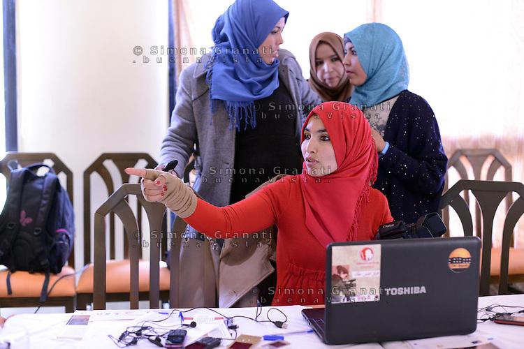 Seitla , Gennaio 2015<br /> La Tunisia a 4 anni dalla rivoluzione che port&ograve; all'esilio il dittatore Ben Ali. Riunione di donne di una cooperaiva Periferie attive, giovani dei media center del sud della Tunisia-