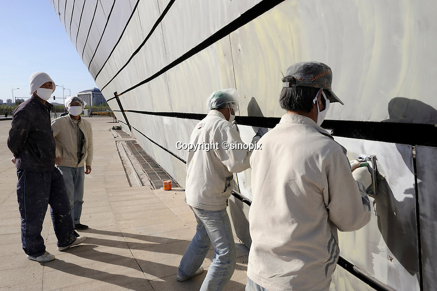 Workers work at construction site of the new museum in Kangbashi district of the Chinese city of Ordos, Inner Mongolia. 12-May-2011