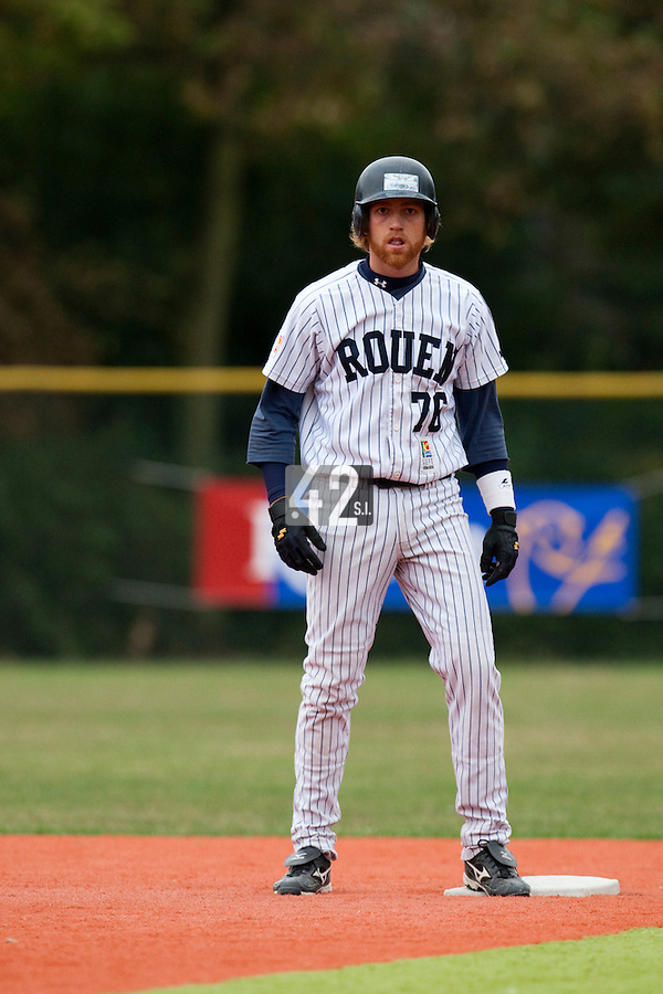 03 october 2009: Nicolas Dubaut of Rouen is seen at second base during game 1 of the 2009 French Elite Finals won 6-5 by Rouen over Savigny in the 11th inning, at Stade Pierre Rolland stadium in Rouen, France.
