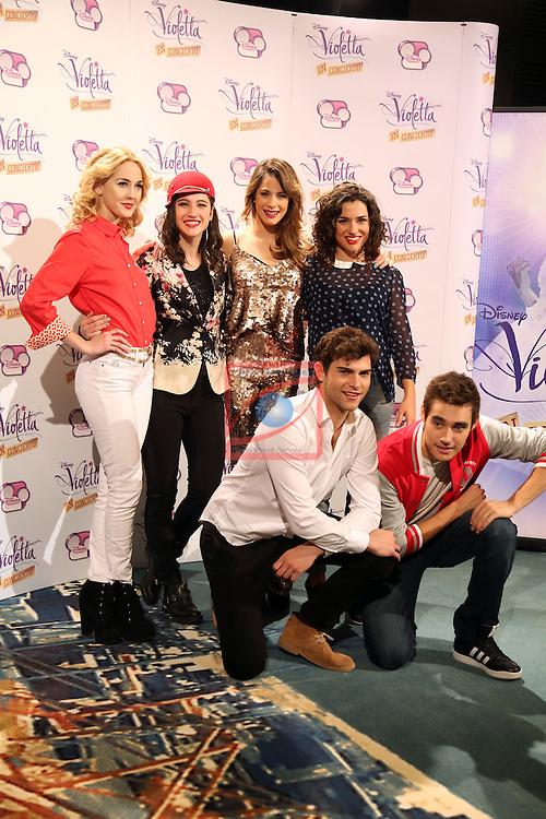 Photocall y Rueda de Premsa de los protagonistas de Violetta en concierto.<br /> Mercedes Lambre, Lodovica Comello, Diego Dominguez, Martina Stoessel, Jorge Blanco &amp; Alba Rico.