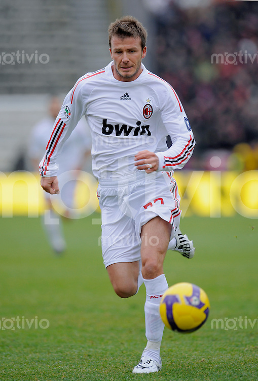 FUSSBALL INTERNATIONAL   SERIE A   SAISON 2008/2009   25.01.2009 FC Bologna - AC Mailand  David Beckham (AC Mailand) am Ball