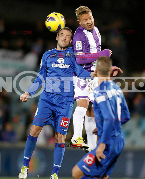Getafe's Mane Jimenez (l) and Real Valladolid's Patrick Ebert during La Liga match.November 18,2012. (ALTERPHOTOS/Acero) NortePhoto