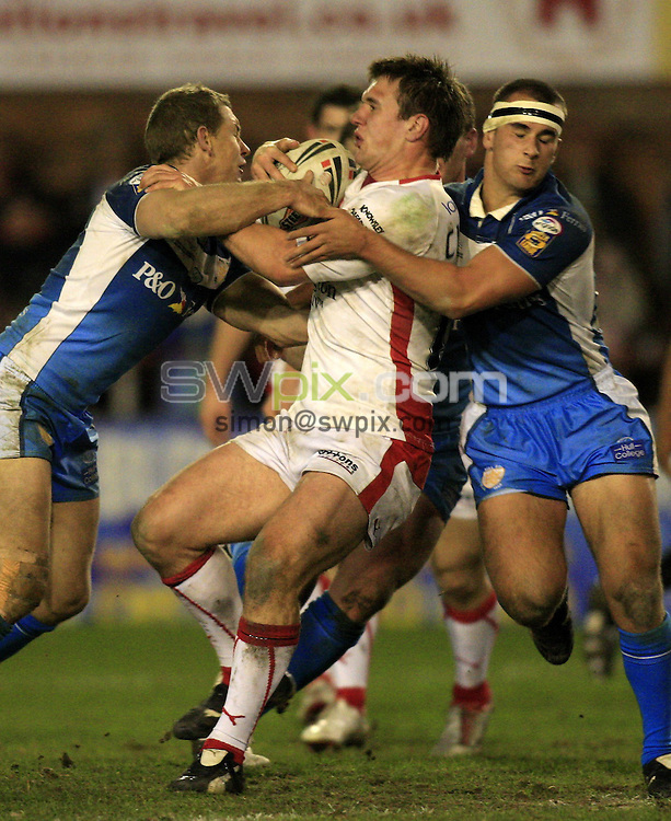 Pix: Chris Mangnall/SWpix.com, Rugby League, Super League. 07/03/08. St Helens  v Hull FC....picture copyright>>simon wilkinson>>07811267 706>>....St Helens's Paul Clough tackled by Hull's Adam Dykes and Danny Houghton