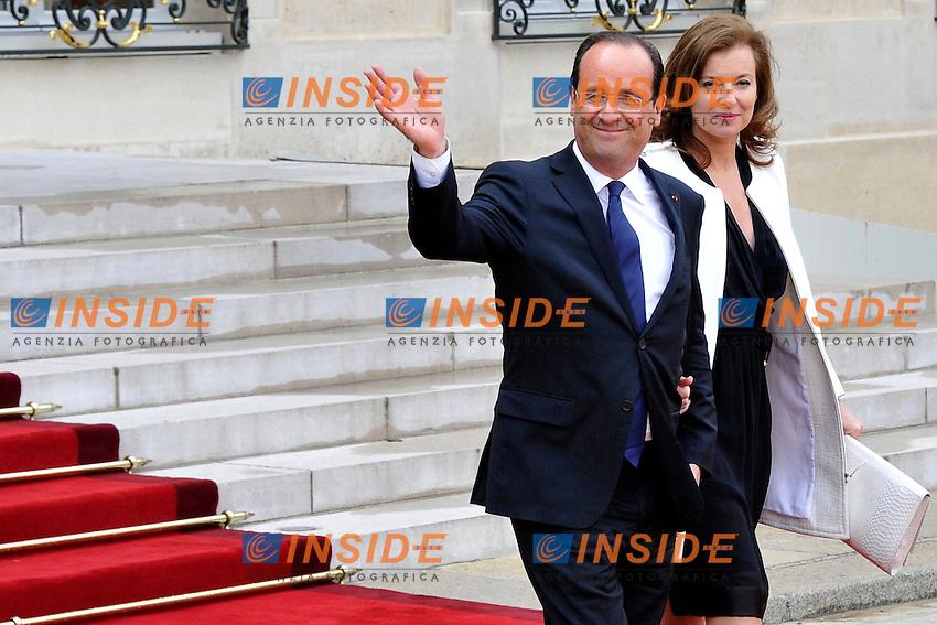 Parigi 15/05/2012 Il neo Presidente francese Francois Hollande insieme alla compagna Valerie Trierweiler dopo la cerimonia ufficiale di investitura  al Palazzo Presidenziale dell'Eliseo .Foto Insidefoto /Gerard Roussel / Panoramic.ITALY ONLY.