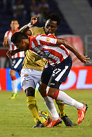 BARRANQUILLA - COLOMBIA -06-02-2014: Luis C Ruiz (Der.) jugador de Atletico Junior disputa el balón con Guillermo Mosquera (Izq.) jugador del Itagúi  durante partido de la tercera fecha de la Liga Postobon I 2014, jugado en el estadio Metropolitano Roberto Melendez de la ciudad de Barranquilla. / Luis C Ruiz (R) player of Atletico Junior vies for the ball with Guillermo Mosquera (L) player of Itagúi during a match for the third date of the Liga Postobon I 2014 at the Metropolitano Roberto Melendez Stadium in Barranquilla city. Photo: VizzorImage  / Alfonso Cervantes / Str.