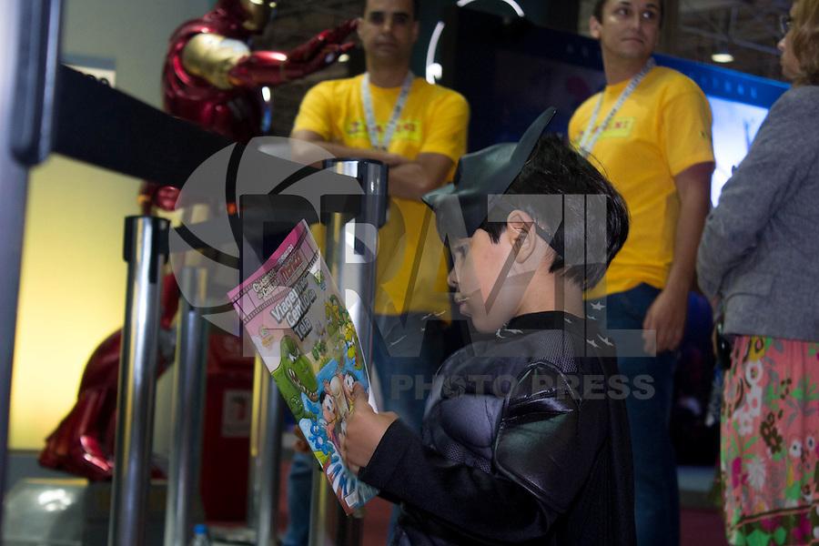 SÃO PAULO, SP. 04.12.2014 - COMIC CON EXPERIENCE - Populares participam do Comic Con Experience que é considerado um dos maiores do mundo em quadrinhos, seriados e cosplay, o Comic Con Experience no Centro de Exposições Imigrantes na região sul de São Paulo  na tarde desta quinta-feira, (4). (Foto: Renato Mendes/ Brazil Photo Press)