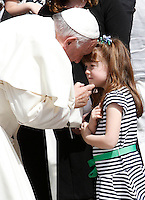 Papa Francesco saluta Lizzy, la bimba statunitense di 5 anni che sta diventando cieca a causa di una rara malattia, al termine dell'udienza generale del mercoledi' in Piazza San Pietro, Citta' del Vaticano, 6 aprile 2016.<br /> Pope Francis greets 5-years-old Lizzy Myers, of the United States, at the end of end his weekly general audience in St. Peter's Square at the Vatican, 6 April 2016. Lizzy's parents created a visual bucket list for her, including meet Pope Francis, as she is going blind.<br /> UPDATE IMAGES PRESS/Isabella Bonotto<br /> <br /> STRICTLY ONLY FOR EDITORIAL USE