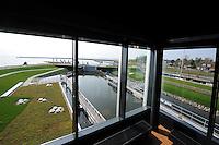 ALGEMEEN: STAVOREN: 30-04-2014, De nieuwe Johan Frisosluis, De nieuwe sluis is dé toegangspoort tot gastvrij Fryslân, Behalve ruim en gastvrij is de tweede sluis groen, open en energieneutraal, De sluiskolk heeft een lengte van 65 meter. De breedte varieert van 7 tot 18 meter en de diepte van 2,60 tot 3 meter, ©foto Martin de Jong