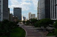SÃO PAULO, SP, 06 DE FEVEREIRO DE 2012 - CLIMA TEMPO -Tempo quente e seco na tarde desta segunda-feira na capital, região central. FOTO: ALEXANDRE MOREIRA - NEWS FREE.