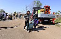 Roma, 18 aprile 2011.Tor Sapienza ex Isola verde AMA.Sgombero di un campo Rom con circa 200 Rom Romeni con polizia e polizia Municipale