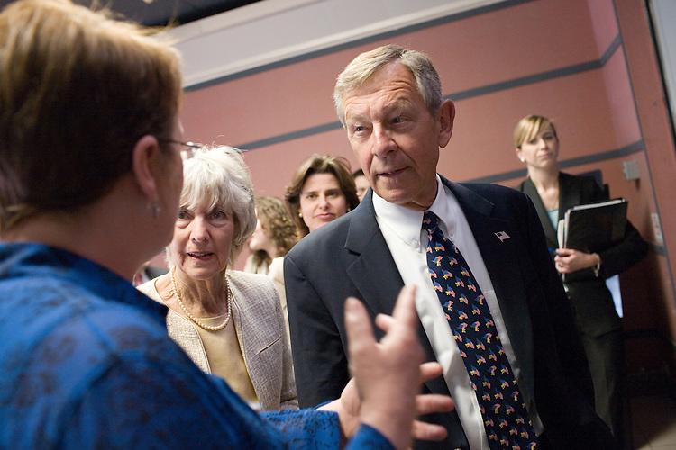 Senator Voinovich visits Grid Lab