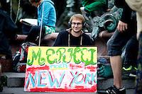 Demonstranten protestieren am Sonntag (21.09.14) in Berlin f&uuml;r einen Besseren Klimaschutz.<br /> Foto: Axel Schmidt/CommonLens