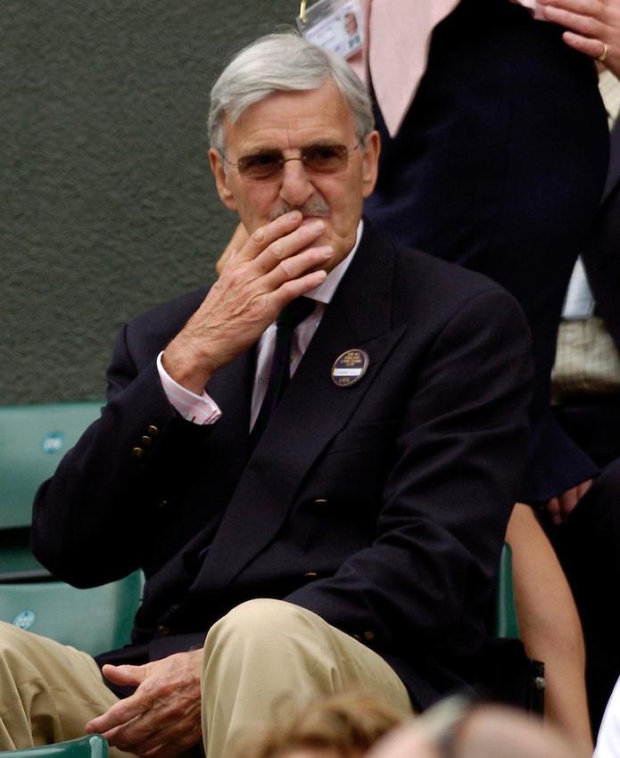 Photo: Richard Lane..Wimbledon Championships. 27/06/2006. .Sir Jimmy Hill watches Tim Henman.