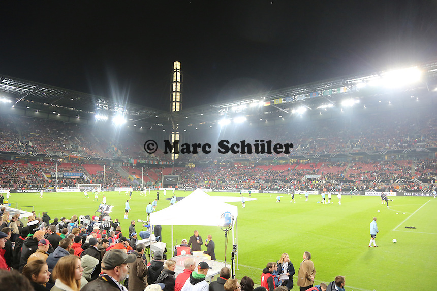 Innenraum im Kölner RheinEnergie Stadion vor dem Länderspiel - WM Qualifikation 9. Spieltag Deutschland vs. Irland in Köln