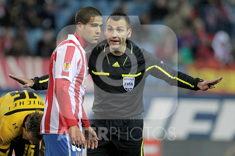 The referee Ivan Bebek have words with Atletico de Madrid's Alvaro Dominguez during UEFA Europe League match.December,1,2010. (ALTERPHOTOS/Acero)