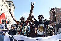 Roma, 5 Maggio 2017<br /> Manifestazione della comunit&agrave; senegalese e associazioni antirazziste per chiedere giustizia per Niang Maguette, l'ambulante senegalese di 54 anni morto il 3 maggio a Roma durante un controllo dei vigili.