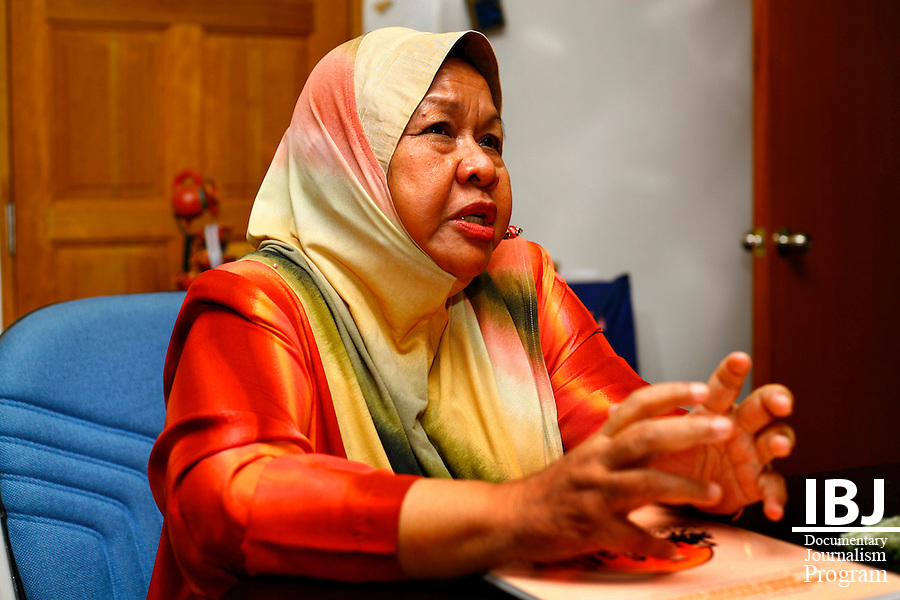 Shamsiah Rahman,former special advisor to the Ministry of Women, Family and Community Development. Holds and interview 2010 JusticeMakers Fellow Dato' Yasmeen Shariff and IBJ Journalist Liam Hanlon