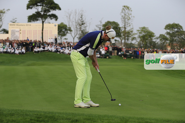 Marcel Siem (GER) takes his putt at the 18th green during Sunday's Final Round of the 2014 BMW Masters held at Lake Malaren, Shanghai, China. 2nd November 2014.<br /> Picture: Eoin Clarke www.golffile.ie