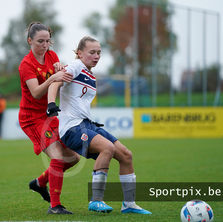 20191101 - Tubize: Belgian Estee Cattoor (L) and Norwegian Ina Andresen (R) pictured during the international friendly match between Red Flames U16 (Belgium) and Norway U16 on 1 November 2019 at Belgian Football Centre, Tubize. PHOTO:  SPORTPIX.BE   SEVIL OKTEM
