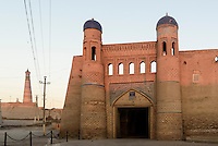 Osttor zur Altstadt Ichan Qala, Chiwa, Usbekistan, Asien, UNESCO-Weltkulturerbe<br /> east gate to  the  hitoric city Ichan Qala, Chiwa, Uzbekistan, Asia, UNESCO heritage site
