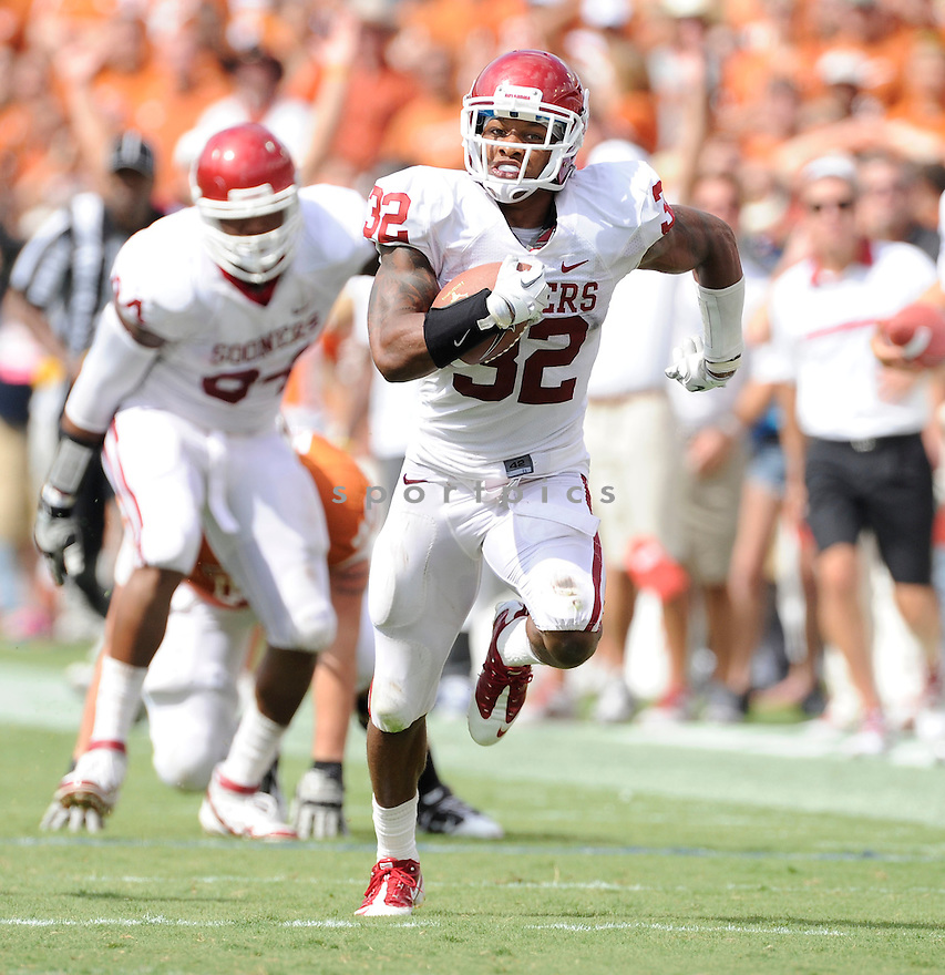 JAMELL FLEMING, of the Oklahoma Sooners, in action during the Sooners game against the Ball State Cardinals on October 1, 2011 at Gaylord Family-Oklahoma Memorial Stadium in Norman, OK. Oklahoma beat Ball State 62-6.
