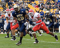 October 25, 2008: Pitt running back LeSean McCoy (25) heads to the endzone on a 33-yard touchdown run. The Rutgers Scarlet Knights defeated the Pitt Panthers 54-34 on October 25, 2008 at Heinz Field, Pittsburgh, Pennsylvania.