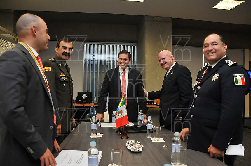 MEDELLIN -COLOMBIA. 21-11-2013. Ministro de Defensa Nacional sostiene reuni˜n bilateral con el Comisionado Nacional de Seguridad Manuel Mondragon Ical. National Defence Minister holds bilateral meeting with National Security Commissioner Manuel Mondragon Ical.El se–or Ministro de La Defensa Nacional Juan Carlos Pinzon instalo La IV  Reunion de Ministros en Materia de Seguridad Publica de Las Americas-MISPA / The Minister of National Defense Juan Carlos Pinzon install the IV Meeting of Ministers Responsible for Public Security-MISPA Las Americas.  Photo: VizzorImage / Mauricio Orjuela / Ministerio de Defensa Nacional.