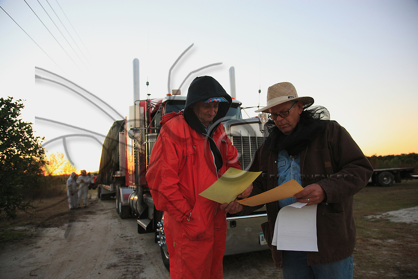 David Hackenberg with the health inspector from the Florida Department of Agriculture receiving the inspection certificate for his load. This certificate attests that no ants are present in the load and may be useful during the trip to California.