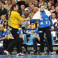 Handball 1. Bundesliga Frauen 2013/14 - Handballclub Leipzig (HCL) gegen Thüringer HC (THC) am 30.10.2013 in Leipzig (Sachsen). <br /> IM BILD: HCL Torfrau Julia Plöger / Ploeger und Melanie Herrmann (HCL) <br /> Foto: Christian Nitsche / aif / aif