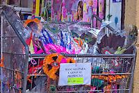 SAO PAULO, SP, 16 DE FEVEREIRO DE 2012 - COMERCIO DE CARNAVAL RUA 25 DE MARCO - Movimento de consumidores na rua 25 de marco,zona central da cidade, para compras de fantasias, mascaras e artigos de festa para o carnaval 2012.  FOTO RICARDO LOU - BRAZIL PHOTO PRESS