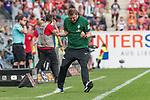 12.05.2018, OPEL Arena, Mainz, GER, 1.FBL, 1. FSV Mainz 05 vs SV Werder Bremen<br /> <br /> im Bild<br /> Florian Kohfeldt (Trainer SV Werder Bremen) bejubelt Sieg / 1:2 Ausw&auml;rtserfolg nach Schlusspfiff, <br /> <br /> Foto &copy; nordphoto / Ewert
