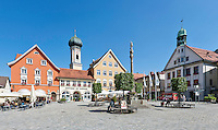Germany, Bavaria, Swabia, Upper Allgaeu, Immenstadt at Allgaeu: Marien Square with statue of the Virgin Mary, town parish church St. Nikolaus and the Townhall | Deutschland, Bayern, Schwaben, Oberallgaeu, Immenstadt im Allgaeu: der Marienplatz mit Mariensaeule im Stadtzentrum mit Stadtpfarrkirche St. Nikolaus und dem Rathaus