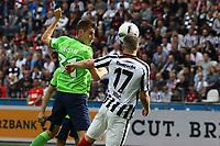 Kopfball Robin Knoche (VfL Wolfsburg) gegen Ante Rebic (Eintracht Frankfurt) - 06.05.2017: Eintracht Frankfurt vs. VfL Wolfsburg, Commerzbank Arena, 32. Spieltag