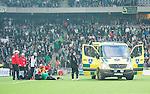 ***BETALBILD***  <br /> Stockholm 2015-09-27 Fotboll Allsvenskan Hammarby IF - AIK :  <br /> Ambulans ute p&aring; planen n&auml;r Hammarbys Erik Israelsson skadat sig under matchen mellan Hammarby IF och AIK <br /> (Foto: Kenta J&ouml;nsson) Nyckelord:  Fotboll Allsvenskan Tele2 Arena Hammarby HIF Bajen AIK Derby skada skadan ont sm&auml;rta injury pain
