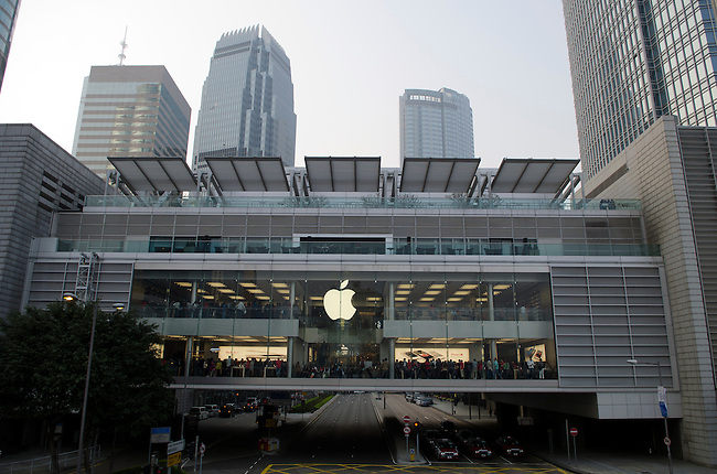 Hong Kong urban scene - Apple Store in IFC building