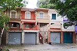 Casa geminada sobrado , bairro Sumare, Sao Paulo. 2018. Foto de Juca Martins.