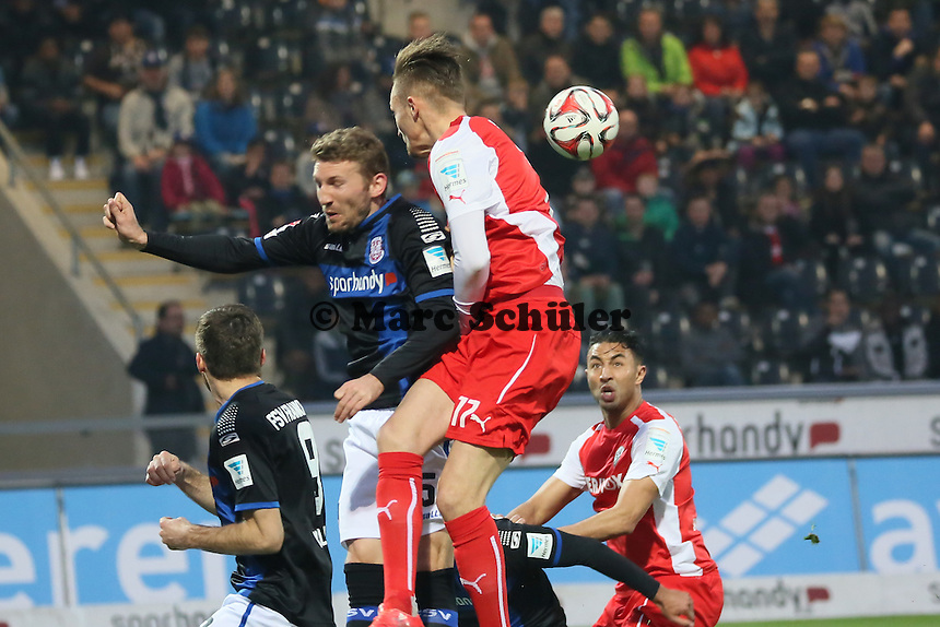 Florian Hübner (SVS) fliegt am Ball vorbei- FSV Frankfurt vs. 1. FC Kaiserslautern, Frankfurter Volksbank Stadion
