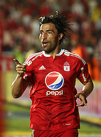 CALI - COLOMBIA - 09 - 05 - 2016: Ernesto Farias, jugador del America, celebra el gol anotado al Real Cartagena, durante partido por la fecha 13 del Torneo Aguila I 2016, entre America de Cali y Real Cartagena, jugado en el estadio Pascual Guerrero de la ciudad de Cali. / Ernesto Farias,  player of America, celebrates a scored a goal to Real Cartagena, during a match for the date 13 for the Torneo Aguila I 2016, between America de Cali and Real Cartagena, played at the Pascual Guerrero stadium in Cali city. Photo: VizzorImage / Juan C. Quintero / Cont.