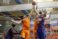 Mad-Croc Fuenlabrada's Leo Mainoldi (c-l) and Javier Vega (c-r) and FC Barcelona Regal's Nathan Jawai (l) and CJ Wallace during Liga Endesa ACB match.November 18,2012. (ALTERPHOTOS/Acero) /NortePhoto